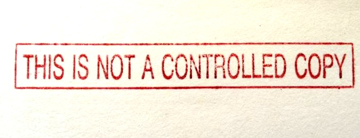 "Roter Stempelabdruck ""This is not a controlled copy"""