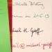 """von links nach rechts: der grüne Umschlag des Suhrkamp-""""Notizen""""-Notizbuchs, eine Schreibprobe, Rückseite der Schreibprobe - es scheint nur etwas durch."""