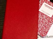 Notizbücher liegen nebeneinander